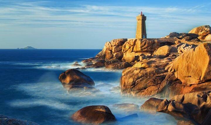 Brittan Lighthouse, Ploumanach, France  If you like my work, follow me www.facebook.com/Aperture.8.Lichtmomente/  #landscape #landscapephotography #landscape_captures #landscape_lovers #lighthouse
